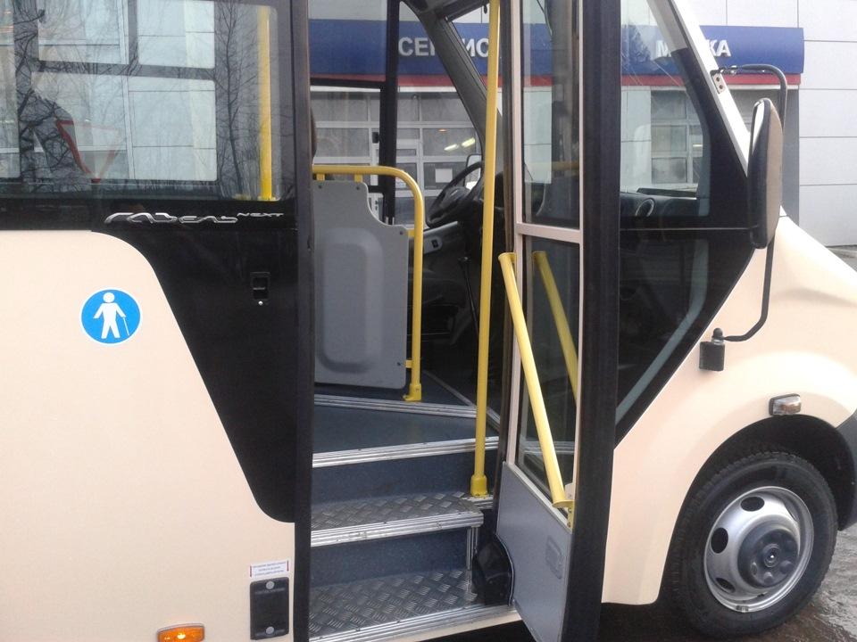 пассажирский автобус газель next - входная дверь виду снаружи