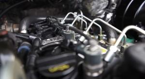 под капотом - двигатель